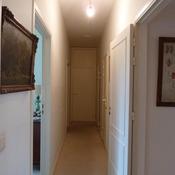 23. Hall de nuit avant avec Boxy au plafond et parquet