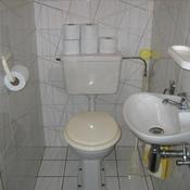10. Avant - WC et lave mains